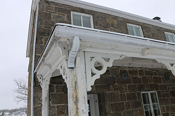 Exterior photo of the deteriorating Superintendent's Residence in Carillon, Quebec
